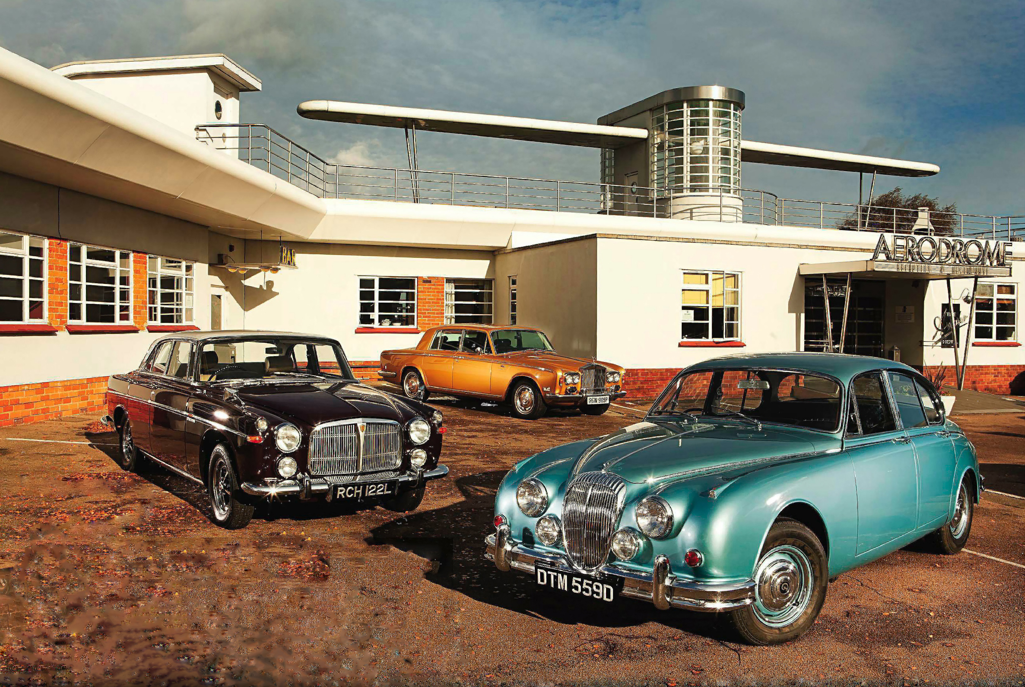 Rolls-Royce Silver Shadow vs Rover 3.5 Litre Coupe and Daimler V8-250 - Drive