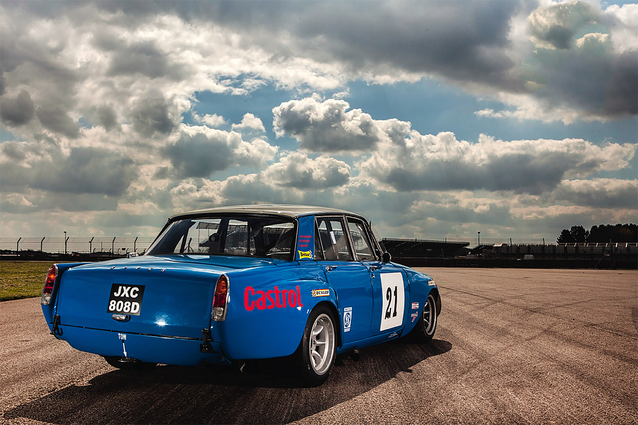 Rover P6 Racing Car Drive