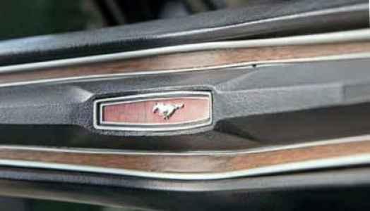 1972 Ford Mustang Grandé logo
