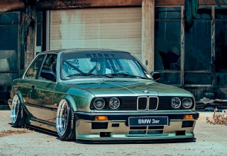 Stunning Platanengrün metallic 1984 BMW 320i Coupe E30 on Air Lift Performance air-ride