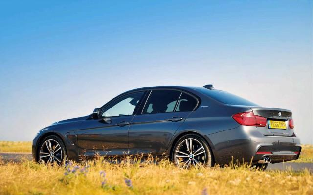 2017 BMW 330e M Sport F30 driven