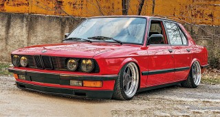 M30-swapped air-ride BMW E28
