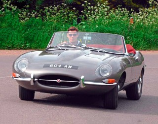 Engine upgrade 1967 Jaguar E-type Series 1 with 4.5-litre and triple Weber carburettors