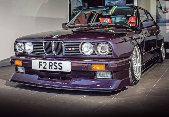 Stunning Air Lift Performance 3H air-ride setup BMW M3 E30 Custom-styled legend