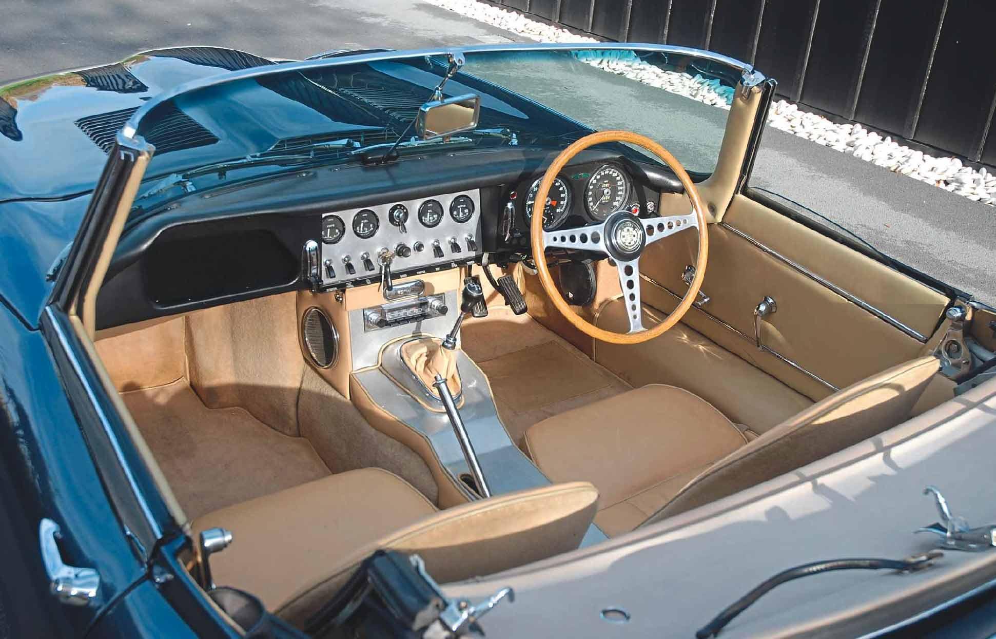 Jaguar /'E/' Type Sill Finisher Clips x 40