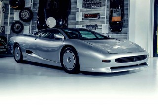 Jaguar XJ220 comparisons 1988 Concept vs. pre-production road car