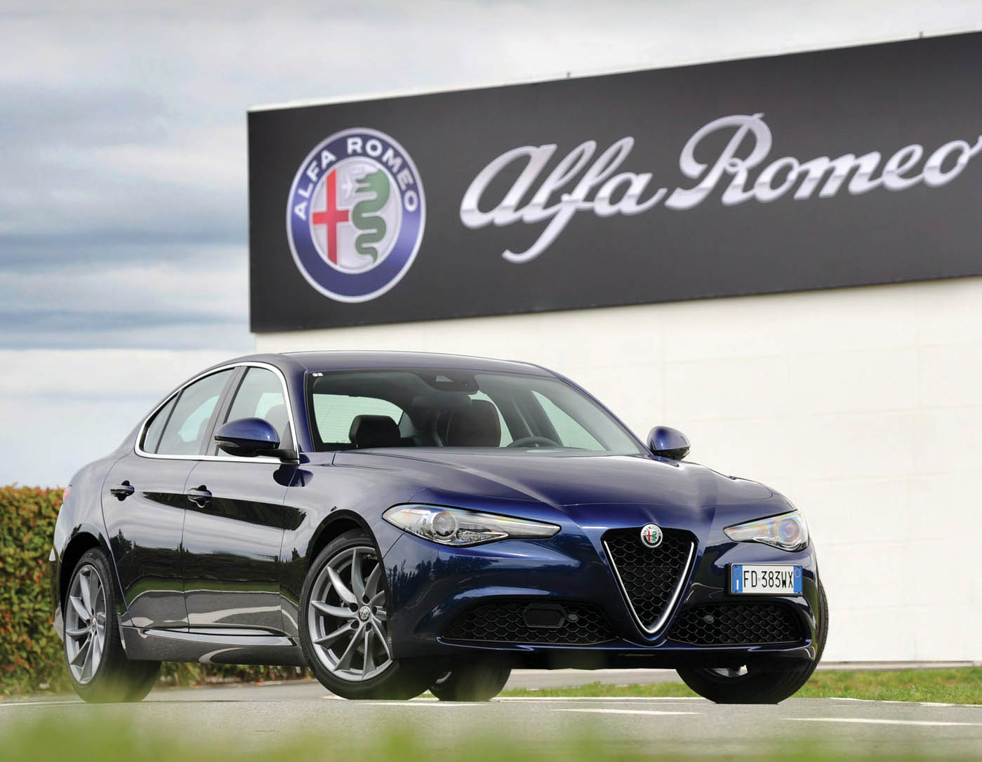 Alfa romeo giulia quadrifoglio manual vs automatic