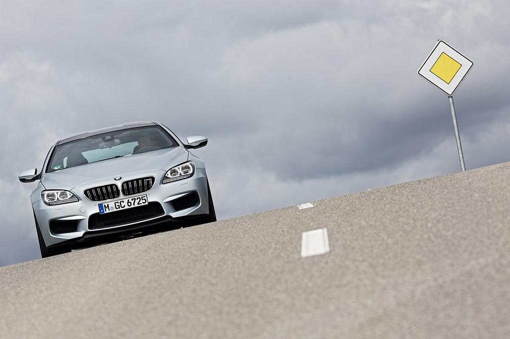 BMW M6 Gran Coupe на дороге