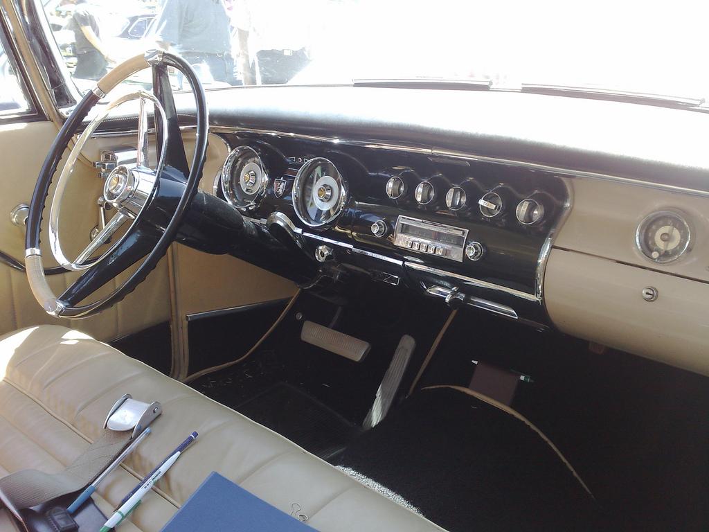 салон Chrysler 300B Model C72-300 1956 года выпуска