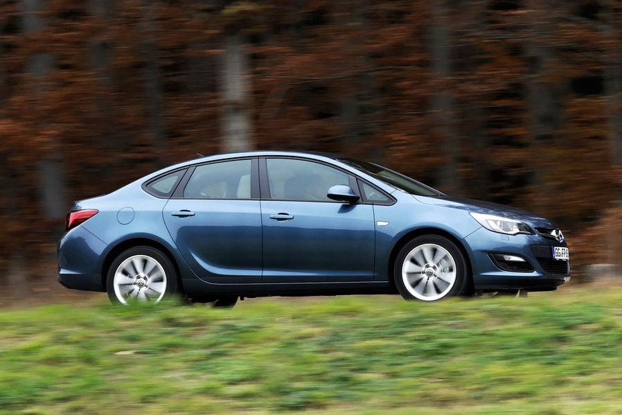 тест Opel Astra Sedan