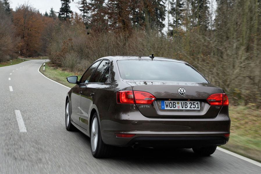 тест Volkswagen Jetta и Opel Astra Sedan