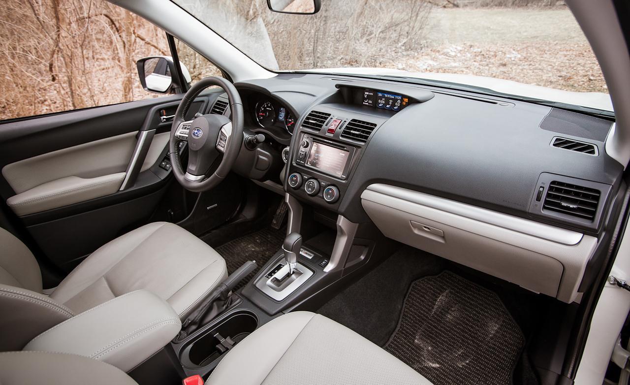 салон Subaru Forester четвертого поколения