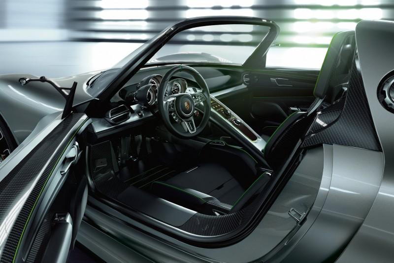 Porsche 918 RS Spyder салон