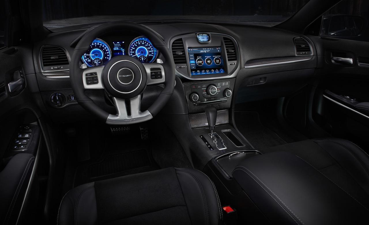 салон Chrysler 300C SRT8