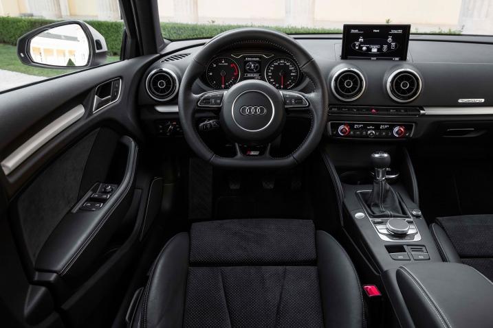 Тест седана Audi A3 салон