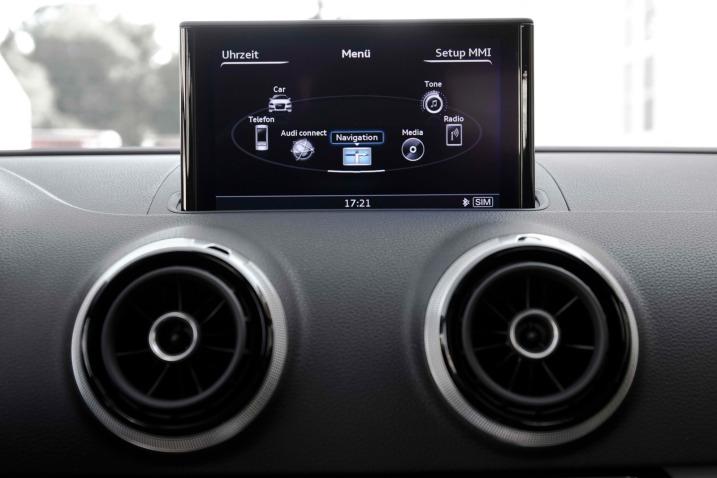 Тест седана Audi A3 экран