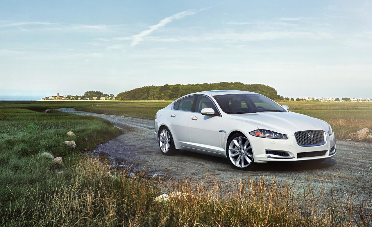 Jaguar XF против Lexus GS