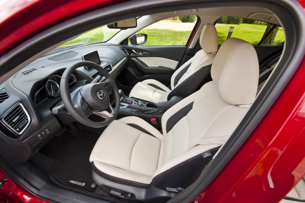 Mazda3 салон