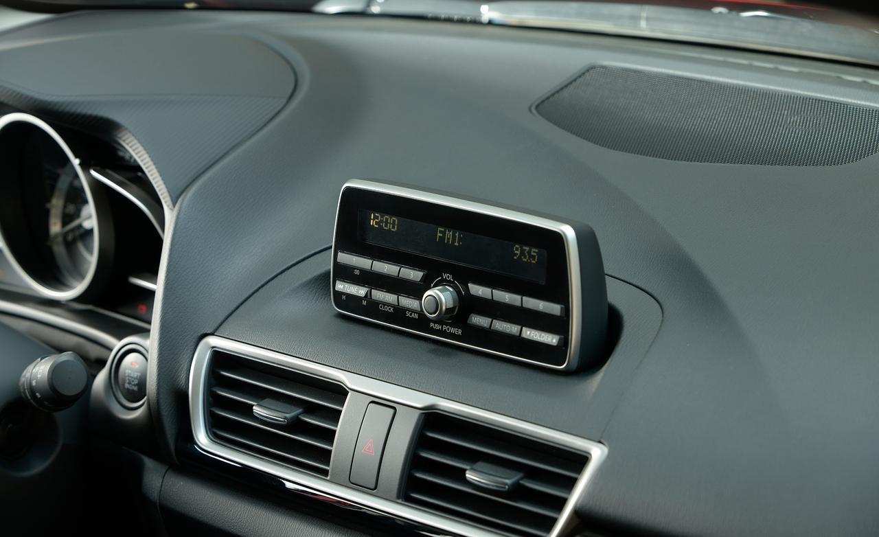 Тест хетчбека Mazda 3 салон