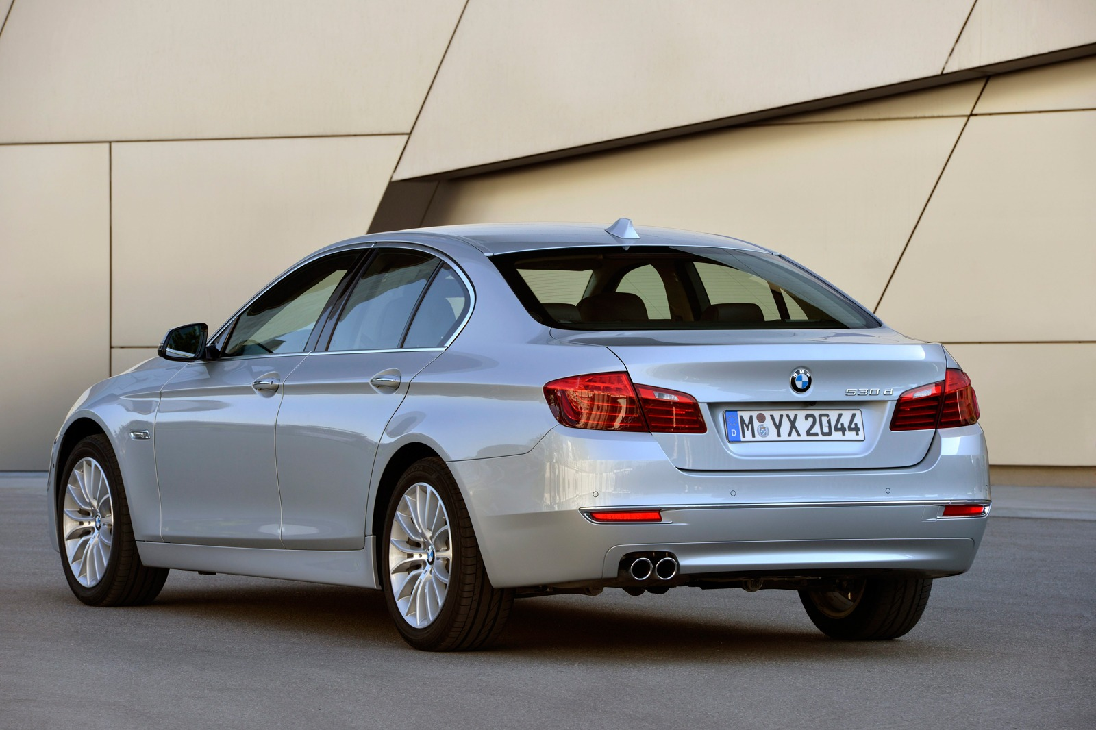 Тест обновленной BMW пятой серии F10