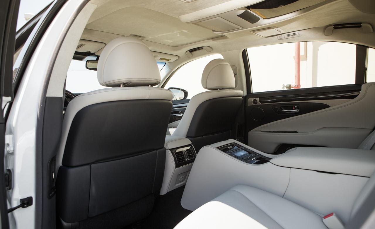 Тест нового Lexus LS 600h задние места