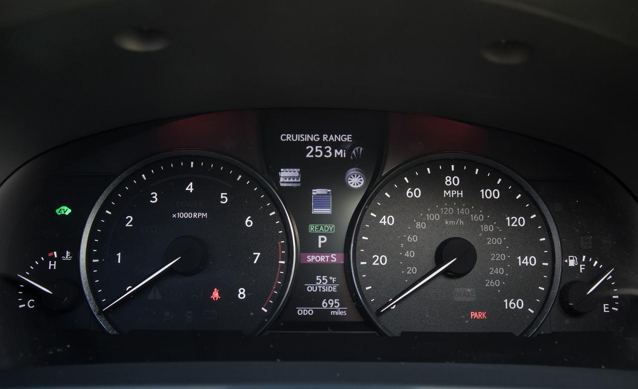 Тест нового Lexus LS 600h приборы
