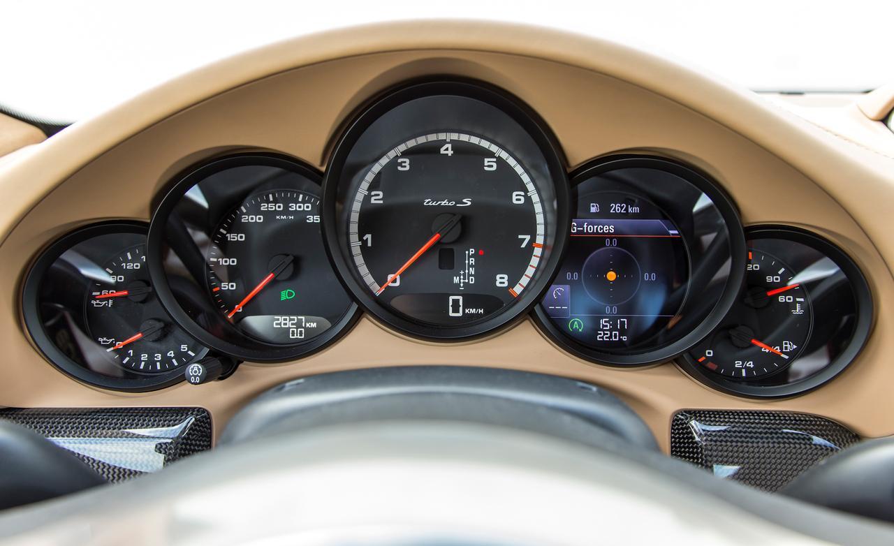Porsche 911 turbo S приборы