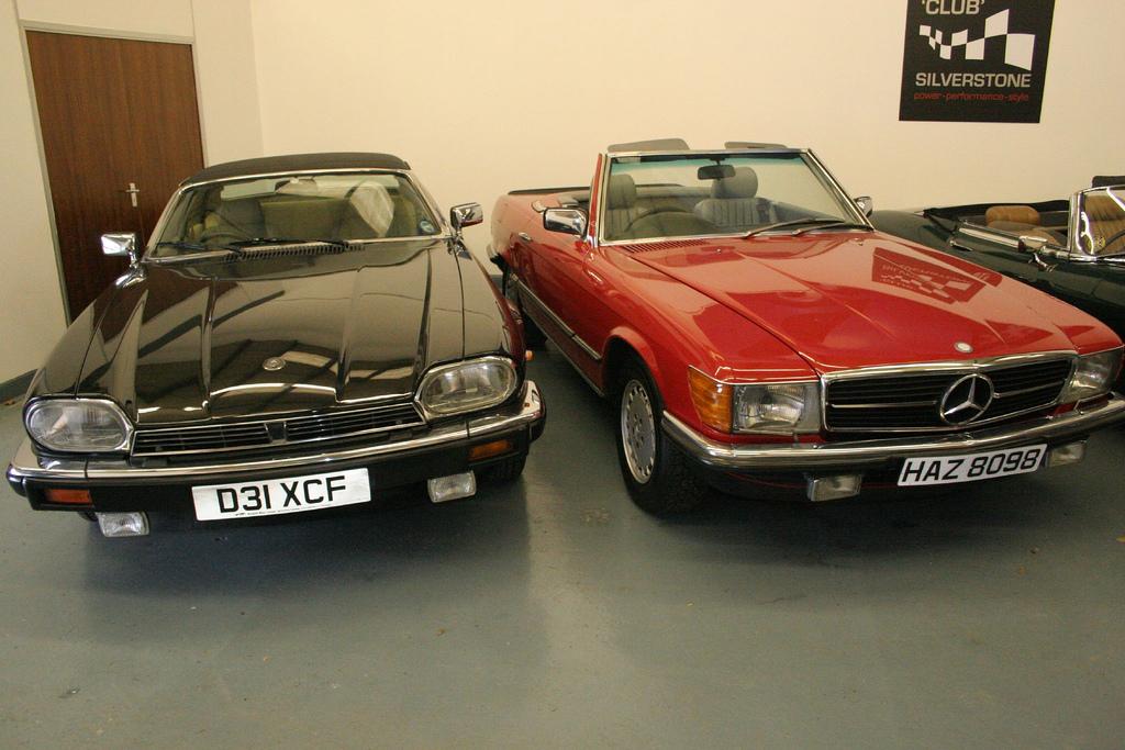 Сравнение Jaguar XJ-SC и Mercedes-Benz 300 SL