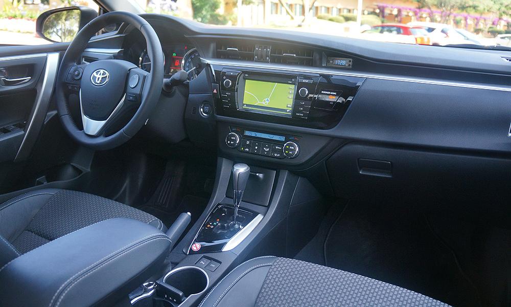 Новая Toyota Corolla 2013 тест-драйв интерьер