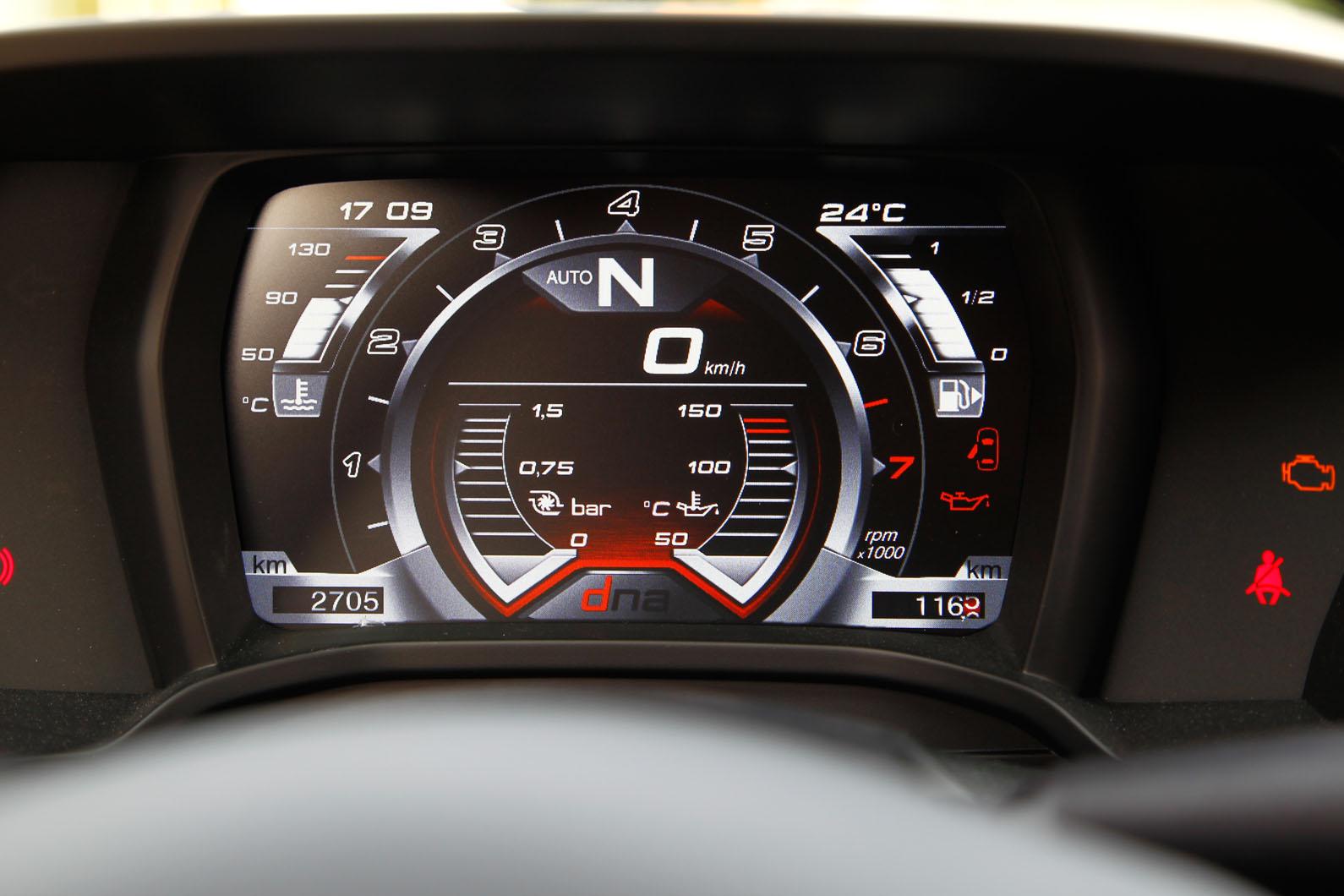 Alfa Romeo 4C приборы