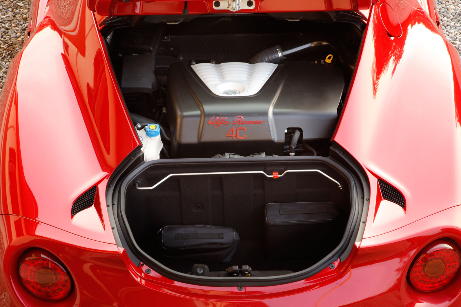 Alfa Romeo 4C мотор