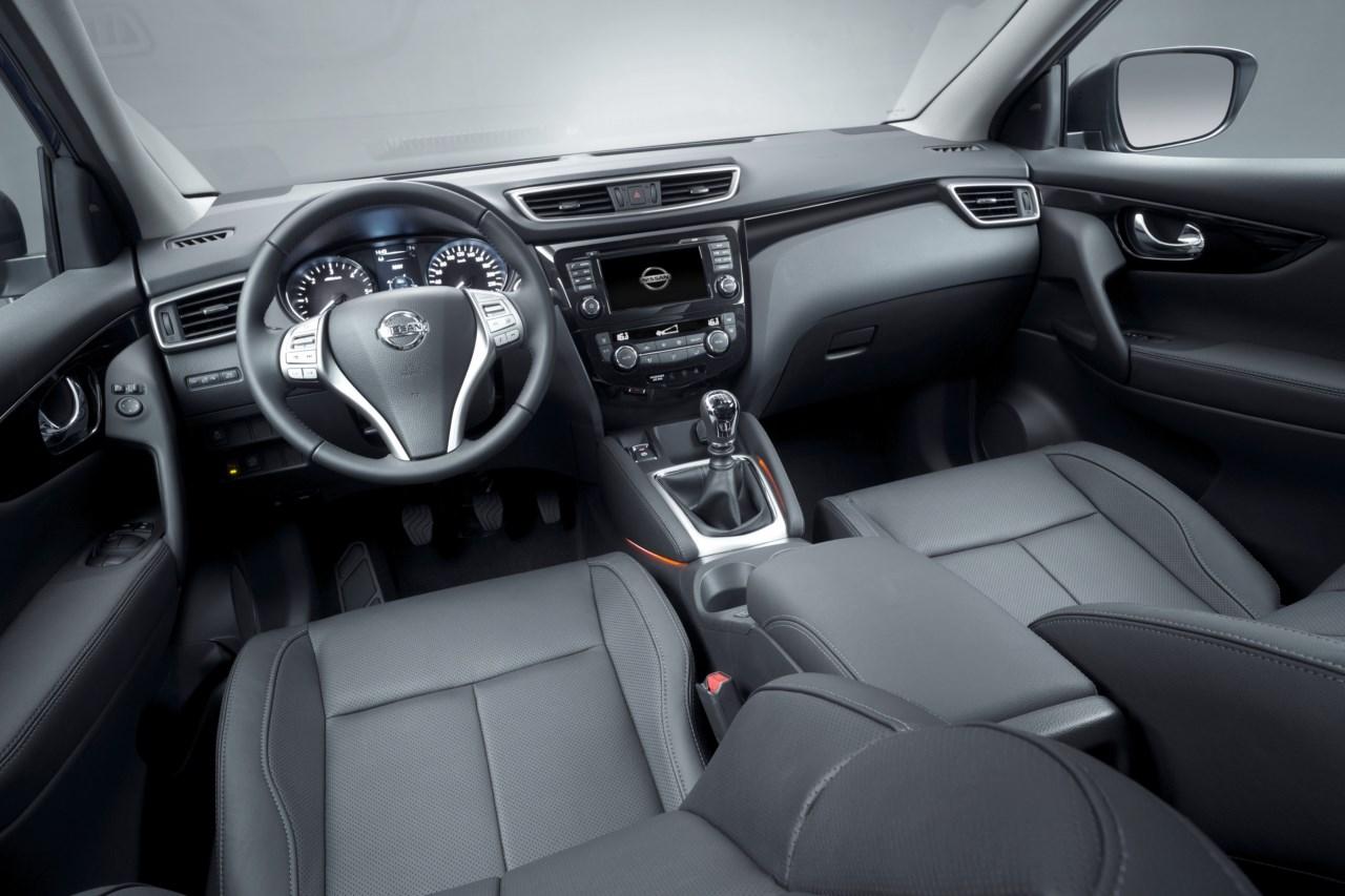 Nissan Qashqai второго поколения 2014 салон