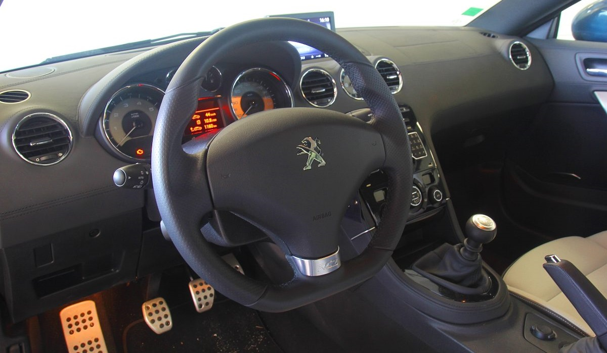 Toyota GT86 и Peugeot RCZ