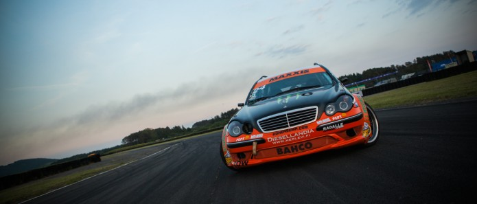 Тюнинг дизельного Mercedes-Benz W203 - гонщик черного дыма