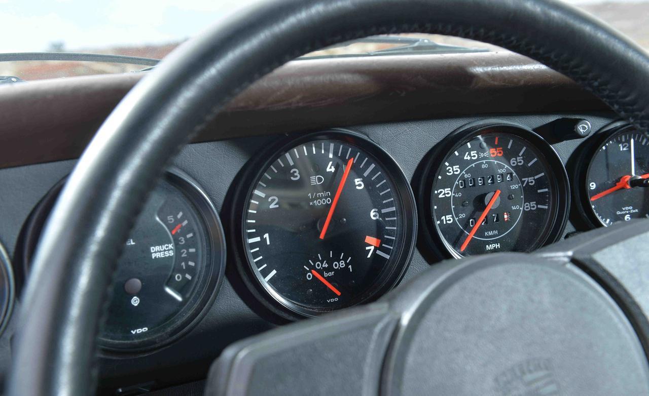 Porsche 911 Turbo 930 приборы