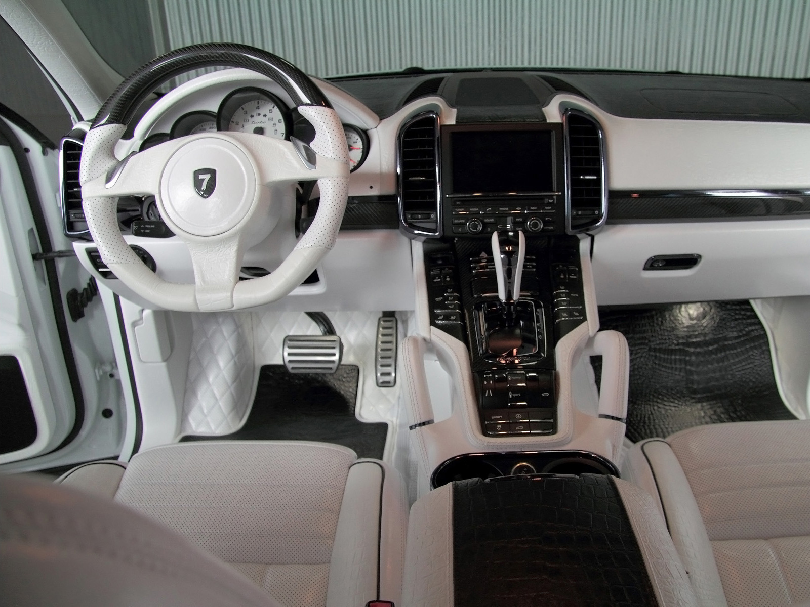 Porsche Cayenne доработали в тюнинг-ателье Anderson Germany