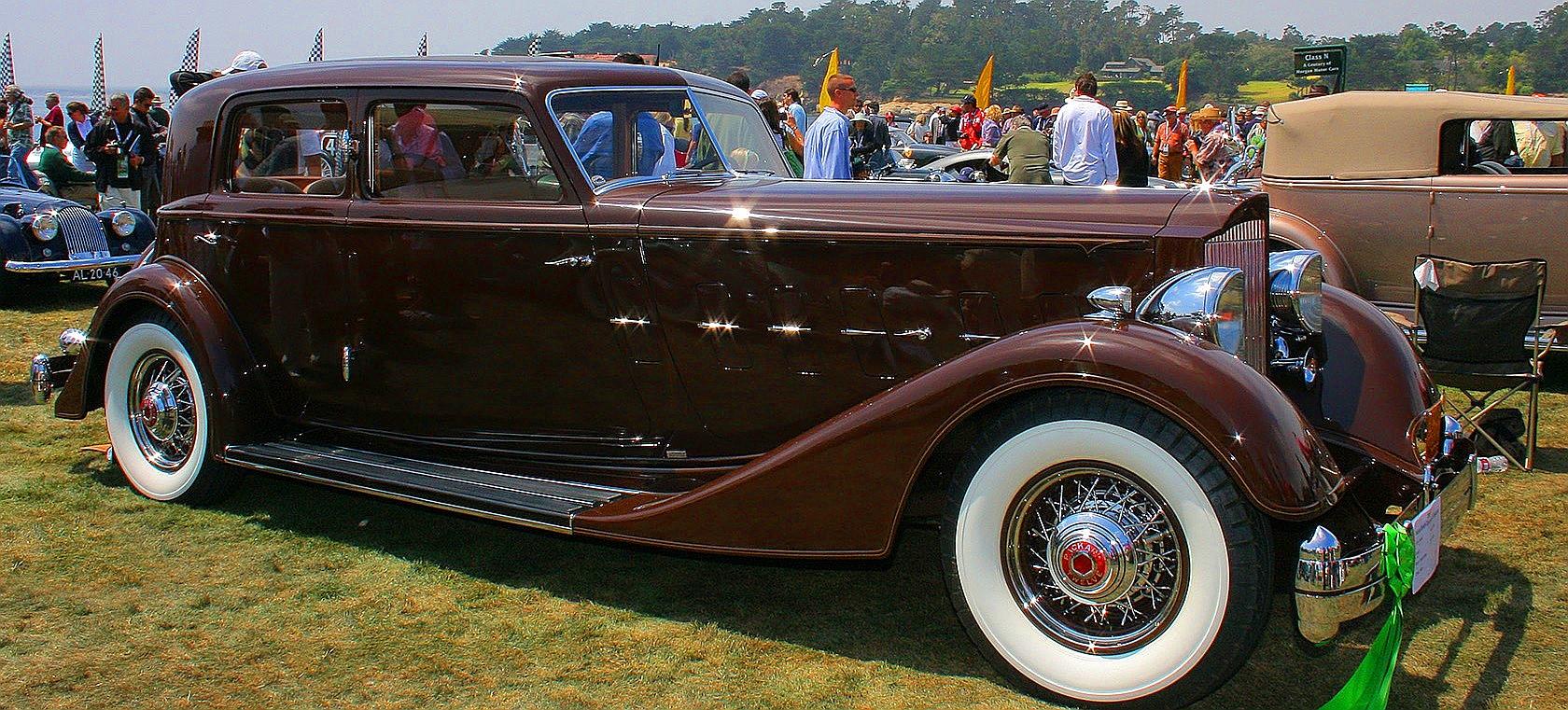 Packard V-12 Sport Sedan by Dietrich 1934 года