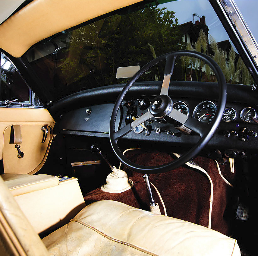 Jensen 541R interior