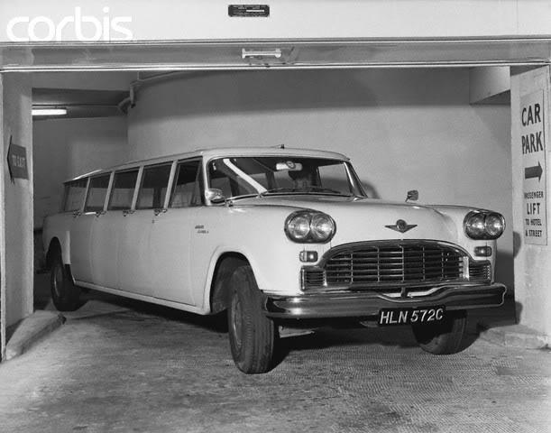 длиннобазный Checker Aerocar - 1966