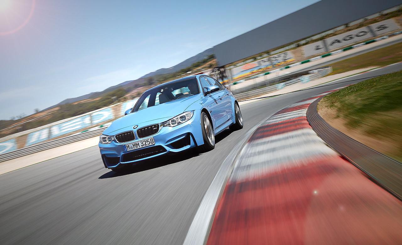Седан BMW M3 F30 на треке