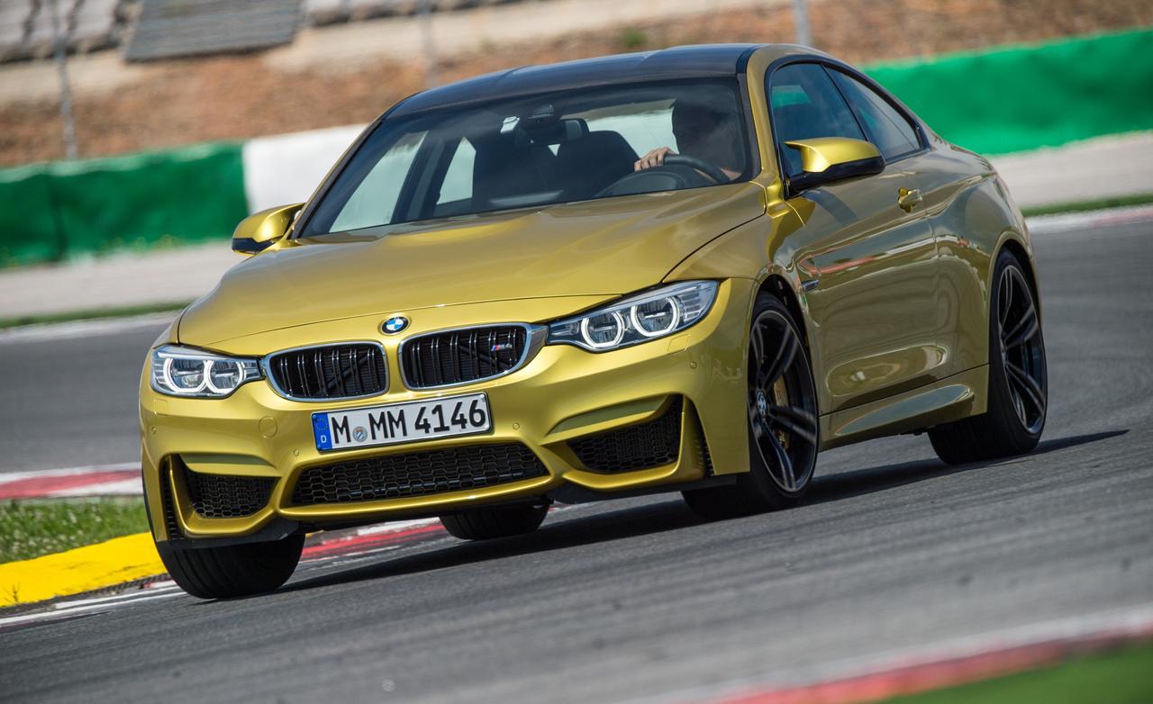 BMW M4 в повороте
