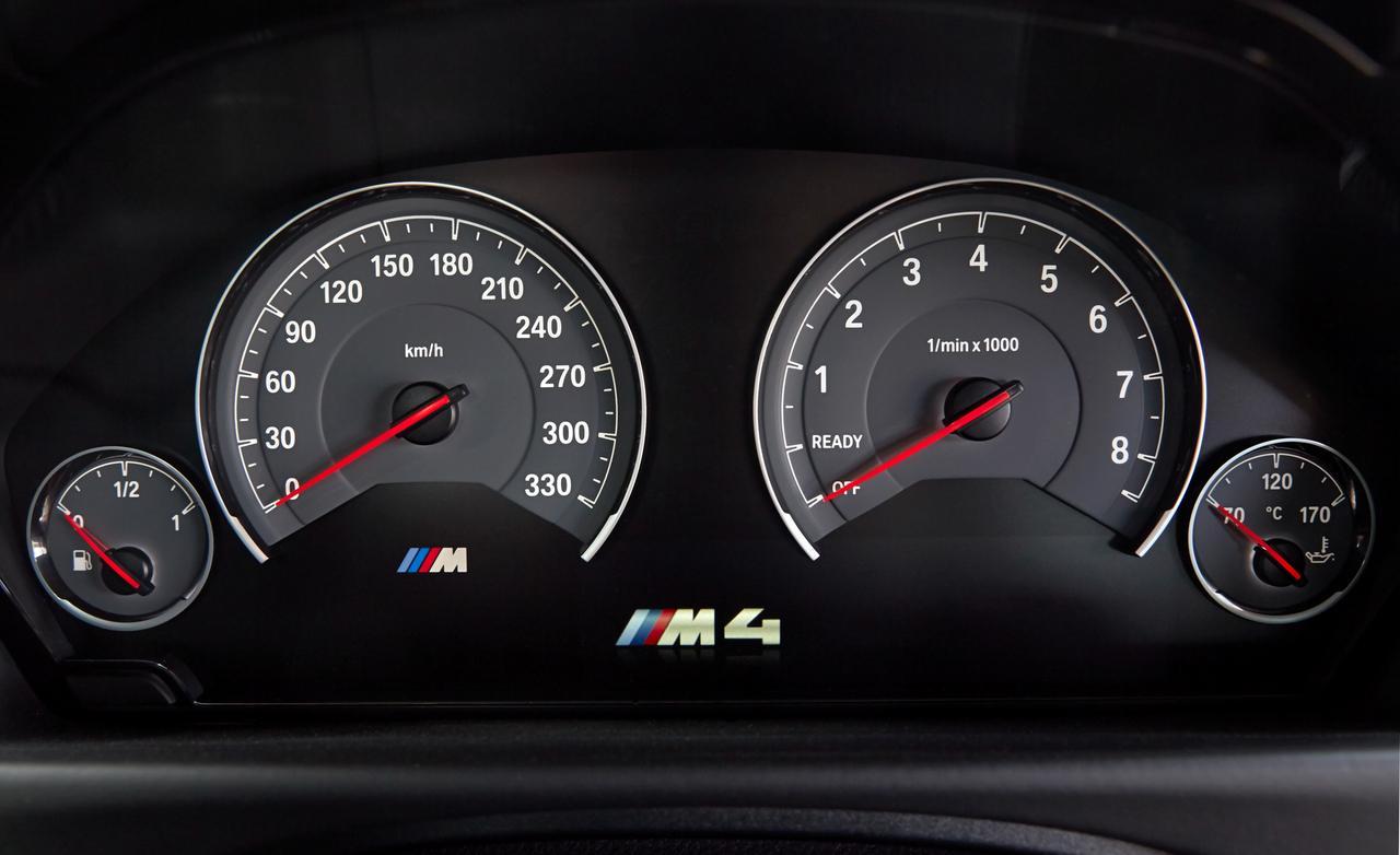 BMW M4 F82 приборы