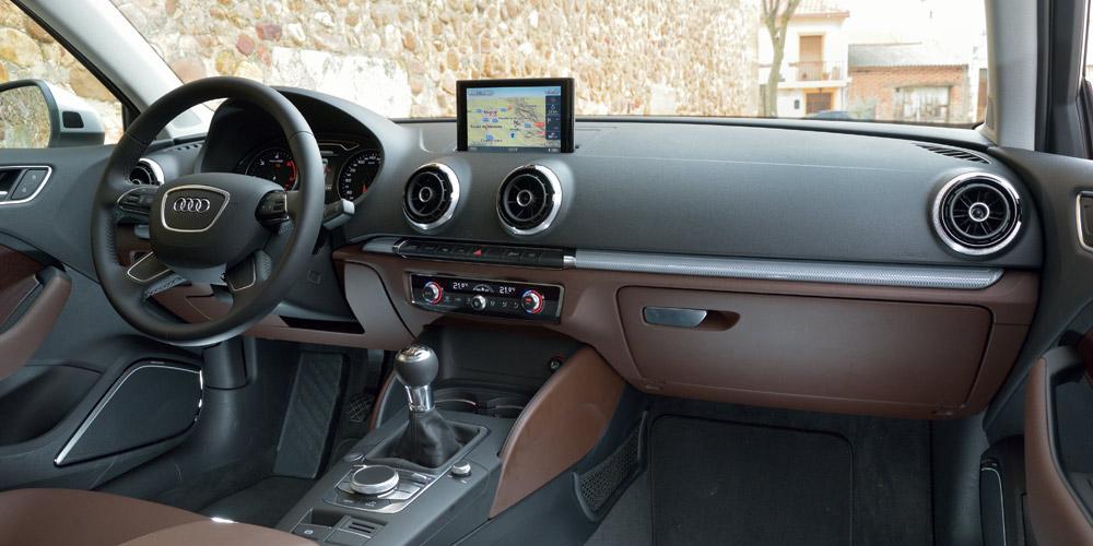 Mercedes-Benz CLA 200 C117 - interior