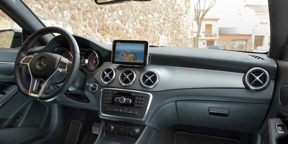 Mercedes-Benz CLA 200 C117 vs Audi A3 1.4 Sedan