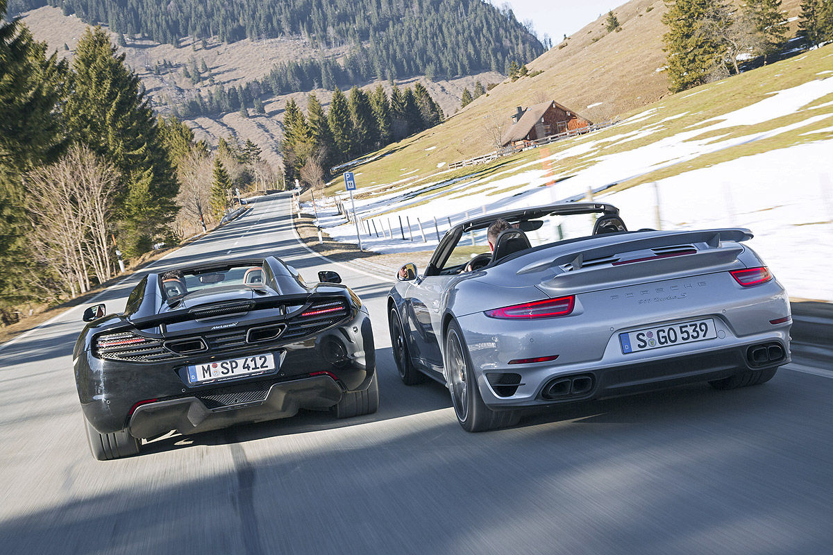 Porsche 911 Turbo S Cabrio кузов 991 против McLaren MP4-12C Spider