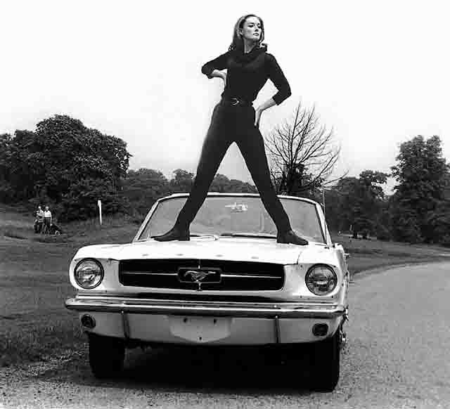 Ford Mustang Goldfinger