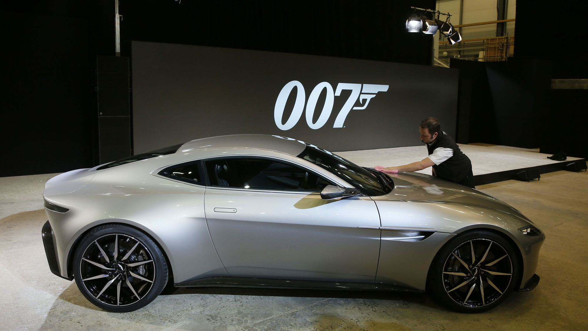 Aston Martin DB10 james bond 2015