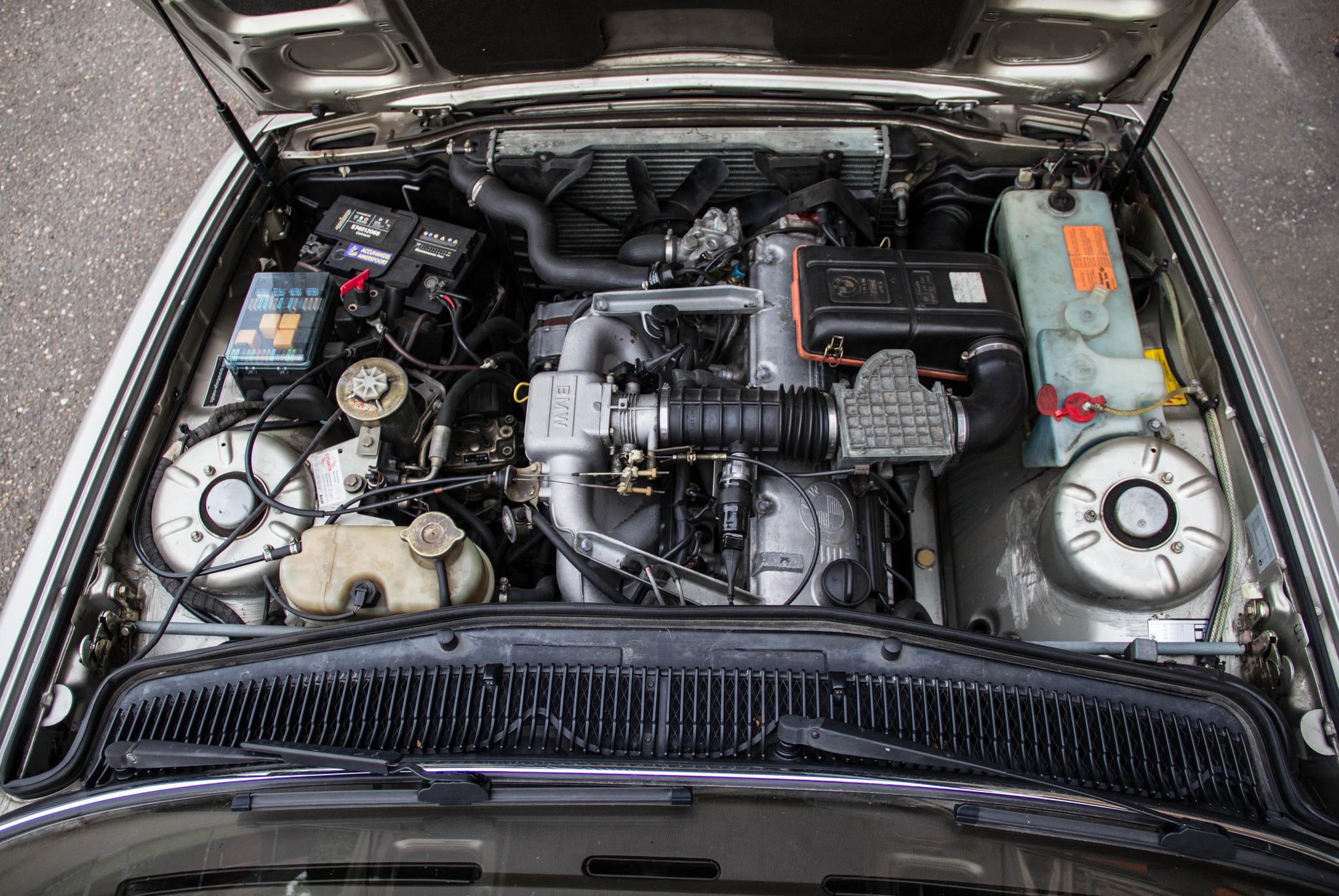 1985 BMW 735i E23 - M30B35 engine
