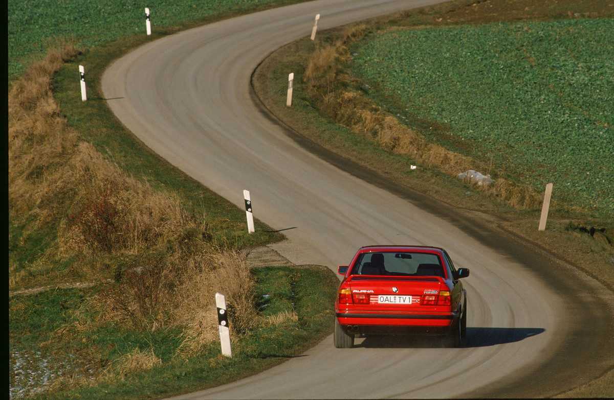 BMW M5 E34 - 1990 giant road test