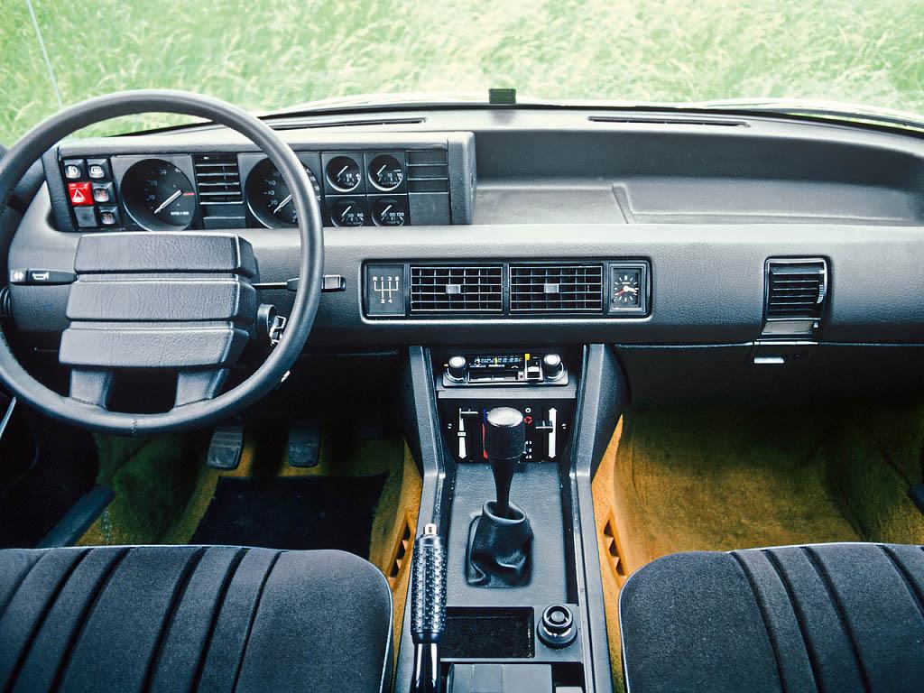 Rover SD1 interior